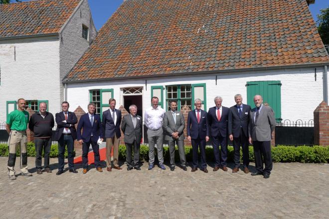 groepsfoto bezoek minister-president Bourgeois